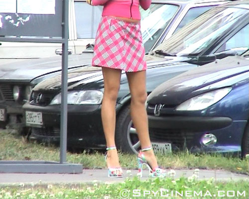 Upskirt cam films a bus stop girl